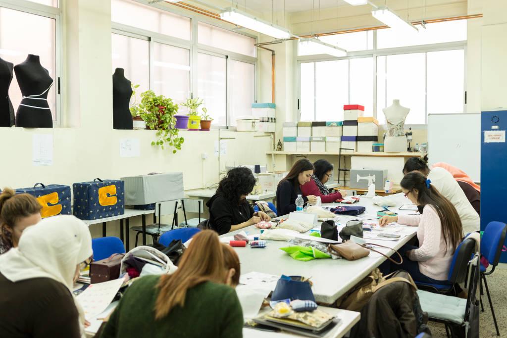 Arreglos y adaptaciones de prendas y artículos en textil y piel: